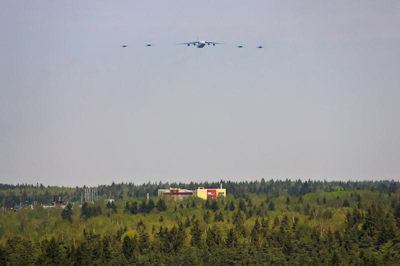 Ан-124 «Руслан», Су-27