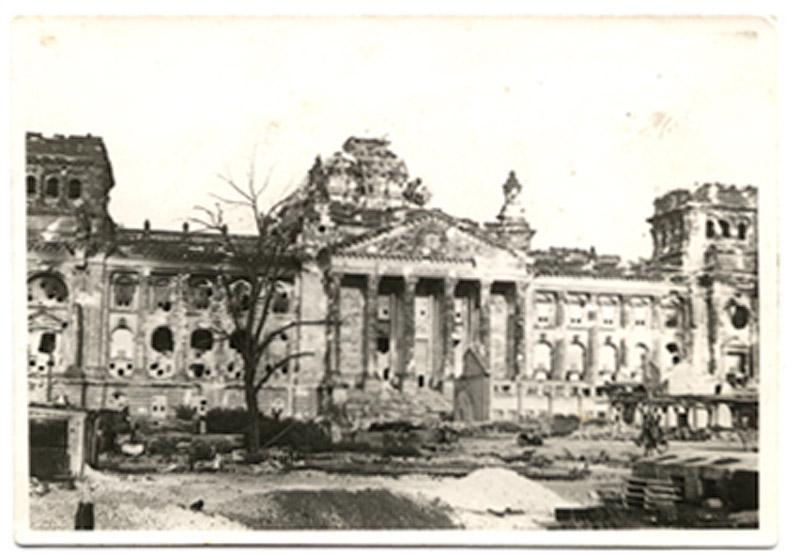 Рейхстаг в 1945 году