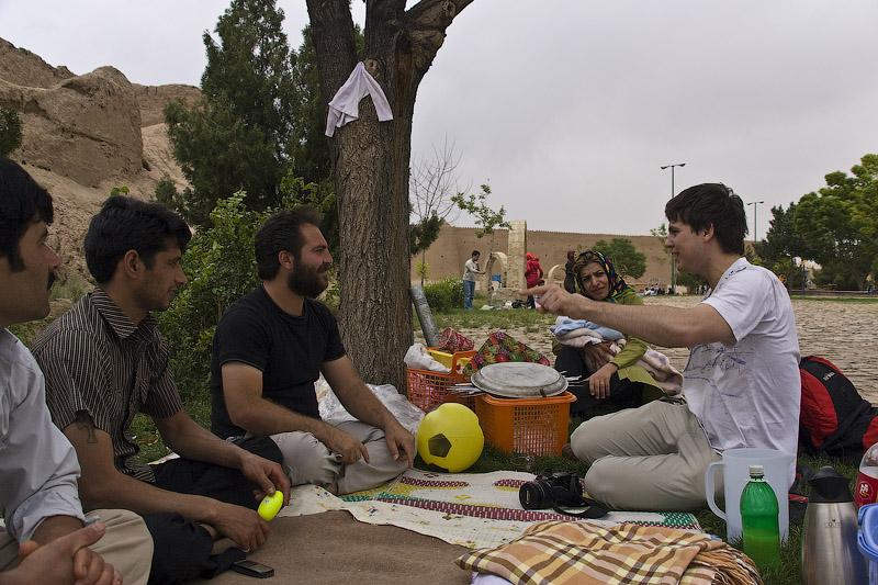 В парке в Кашане на пикнике