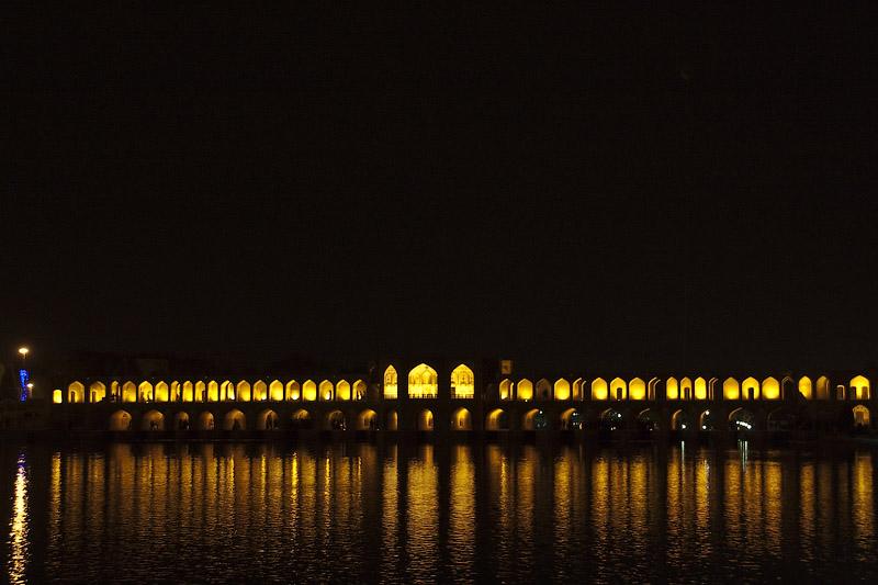 Ночной Исфахан. Hadgu Bridge