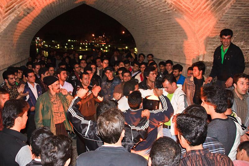 Ночной Исфахан. Дискотека на мосту