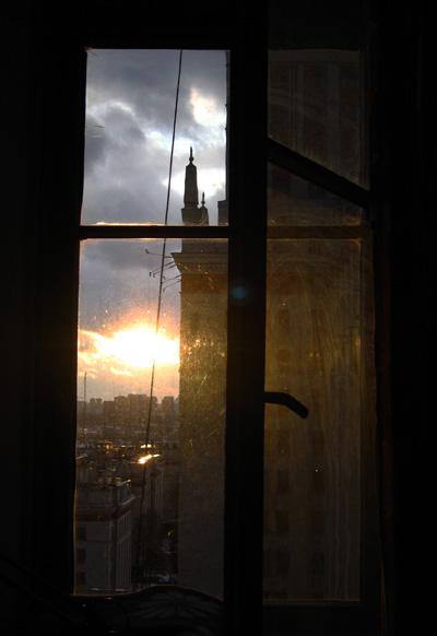 Я лежал и смотрел в окно